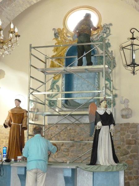 Chiesa interno durante il restauro