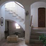 Atrio e scale verso il primo piano