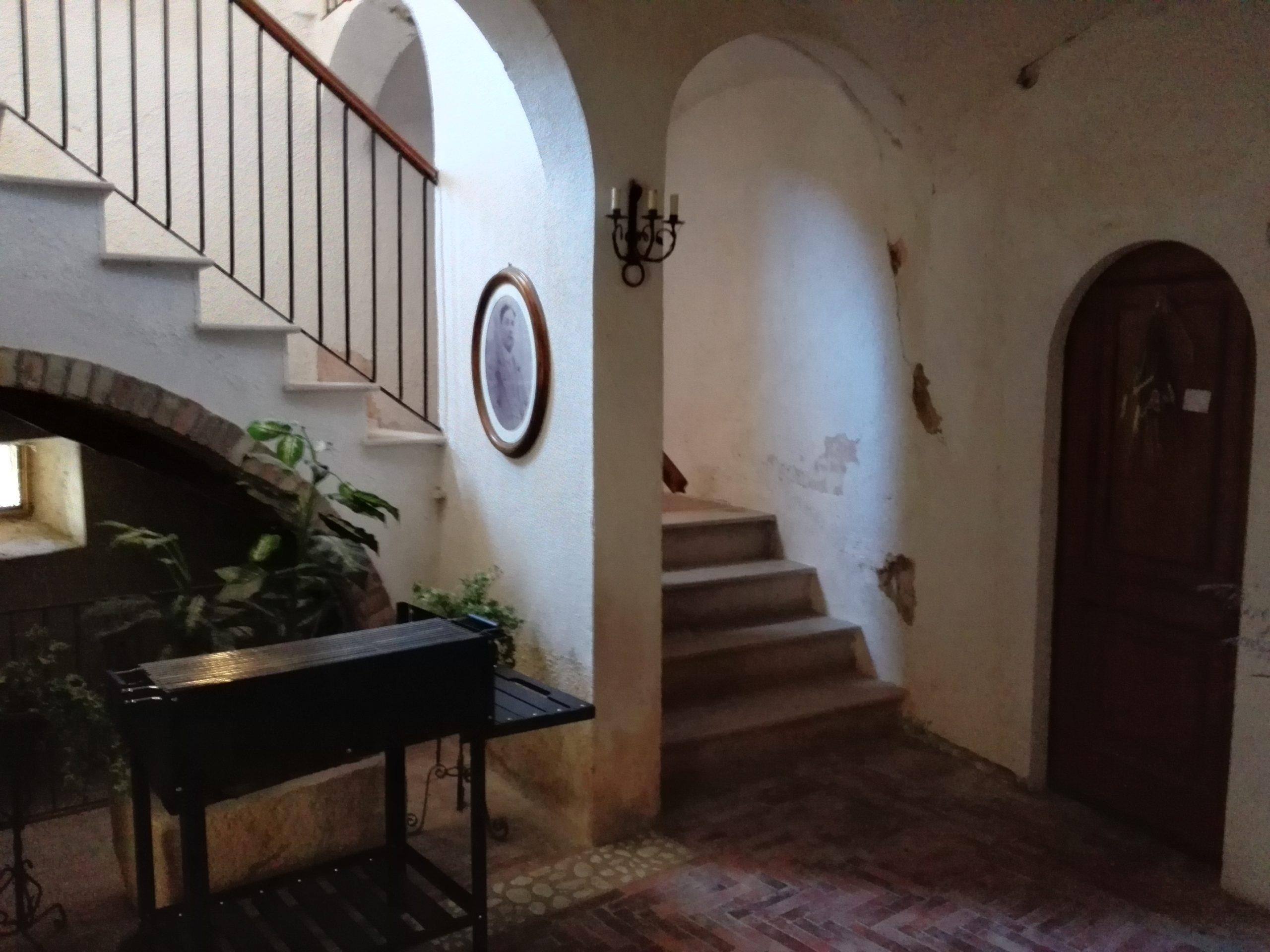 Le scale verso il piano superiore